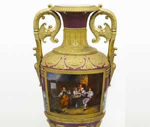 Антикварный фарфор на аукционе антиквариата